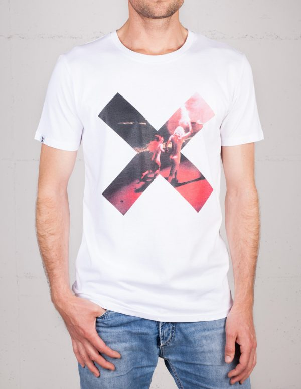 X Moments t-shirt by Simon Lohmeyers, front view